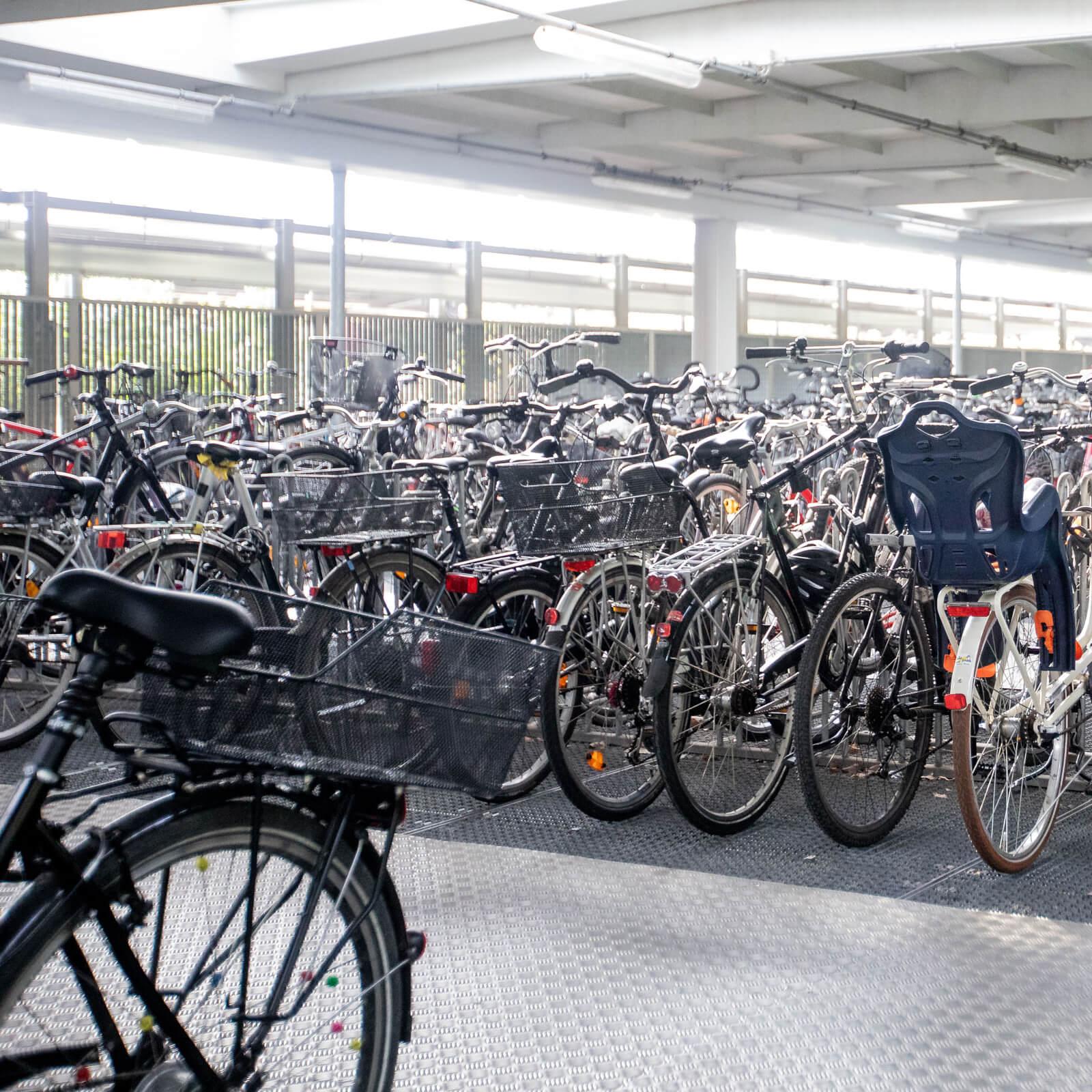 Fahrrad in Fahrradspeicher unterstellen